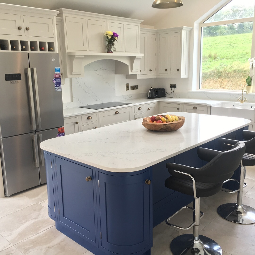 Hand Painted Shaker In-Frame Kitchen with Quartz worktop